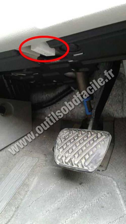 Nissan Leaf - OBD socket