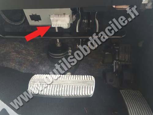 OBD2 connector location in Nissan Navara/Frontier D23 ...