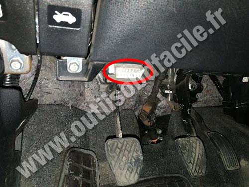 Nissan Note - OBD 2 plug