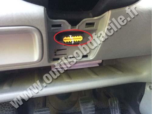 OBD2 connector location in Nissan Primastar (2001 - 2014 ...