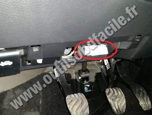OBD2 connector location in Nissan Qashqai (2014 ...