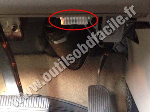 Nissan Quest - OBD plug
