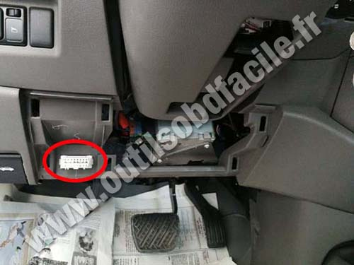 Nissan Sunny - OBD connector