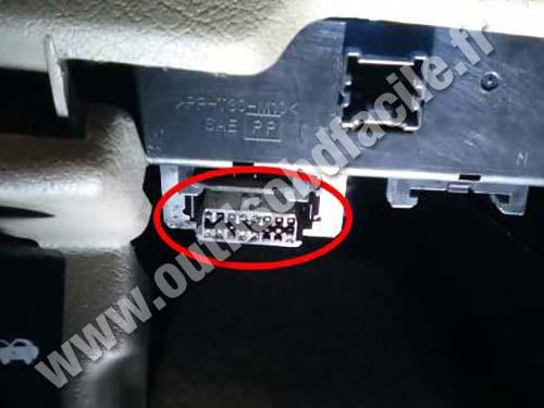 Nissan Terrano - OBD II plug