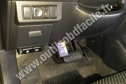 OBD2 connector location in Nissan Tiida (2004 - 2011 ...