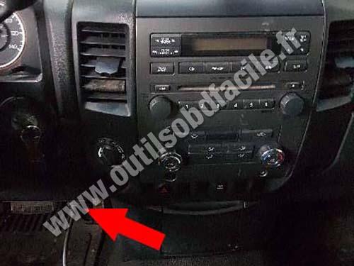 Nissan Titan - Central console