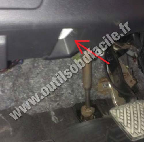 OBD2 connector location in Nissan X-trail (2007 - 2013 ...