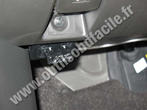 Opel Antara OBD plug