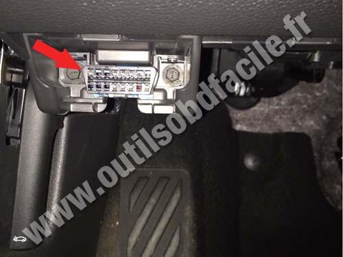 Opel Astra K OBD II port