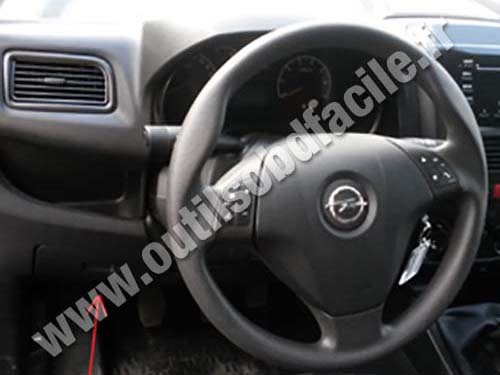 Obd2 Connector Location In Opel Combo C 2011 Outils