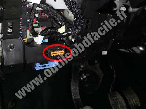 Opel Combo D - OBD port