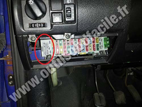 opel corsa b port connector obd2 diagnostic obd2 connector location in opel corsa b (1993 2000) outils obd corsa c fuse box location at bayanpartner.co