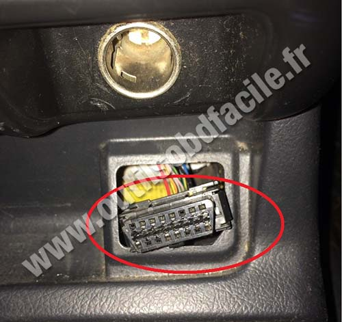 OBD2 connector location in Opel Frontera B (1998 - 2004) - Outils