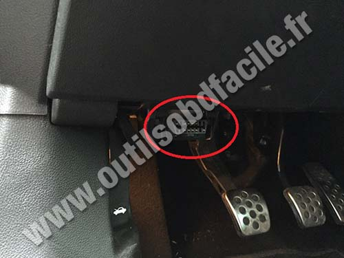 Opel Insignia 1 on obd2 connector location