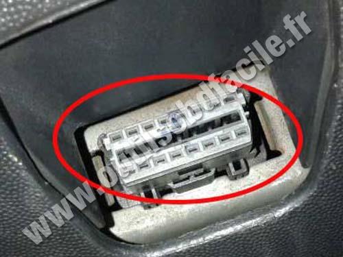 Opel Tigra Central OBD plug