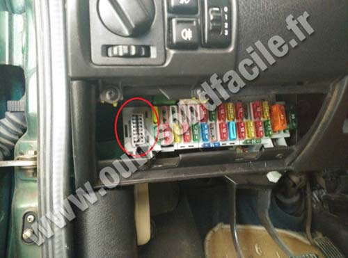 opel tigra obd plug fuse box obd2 connector location in opel tigra (1994 2001) outils obd vauxhall vivaro fuse box location at honlapkeszites.co