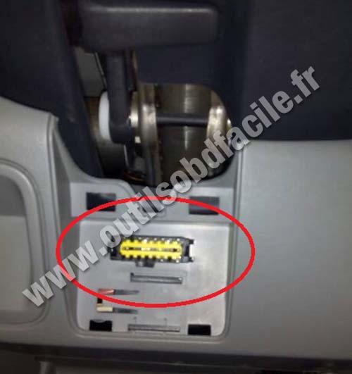 Opel Vivaro OBD2 socket