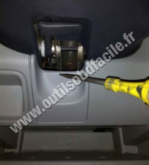 Opel Vivaro steering wheel