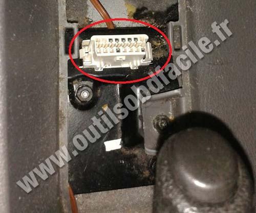 Opel Zafira OBD2 socket