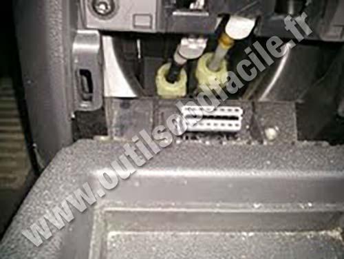 Opel Zafira B OBD Plug