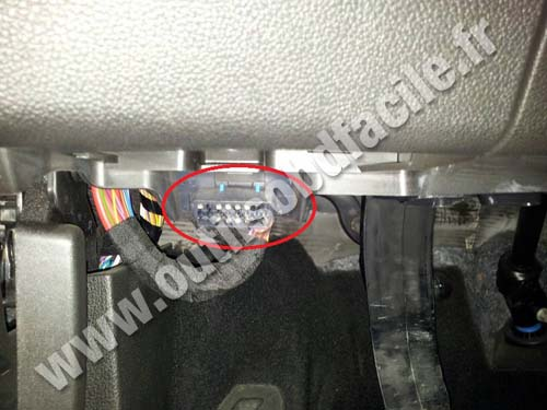 obd2 connector location in opel zafira c 2011 2016 outils obd facile. Black Bedroom Furniture Sets. Home Design Ideas