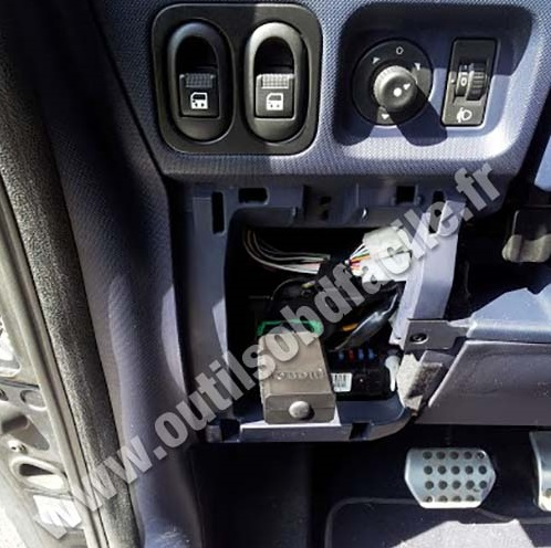 Peugeot 1007 stowage pockets