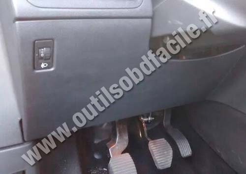 OBD2 connector location in Peugeot 2008 (2013 - 2016 ...