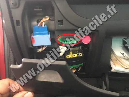 obd2 connector location in peugeot 207 rhd  2006