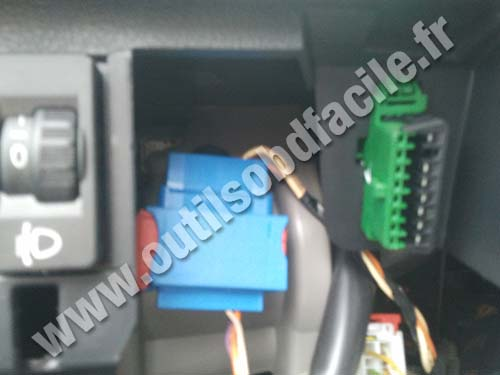 Peugeot 207 OBD connector