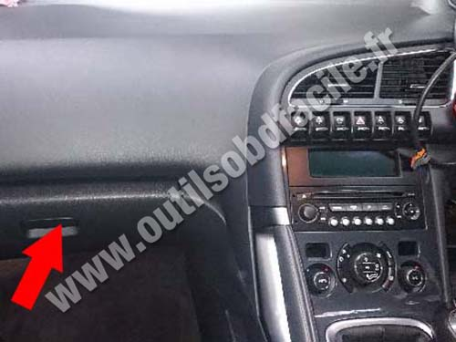 obd2 connector location in peugeot 3008 rhd 2009 2016 outils obd facile. Black Bedroom Furniture Sets. Home Design Ideas