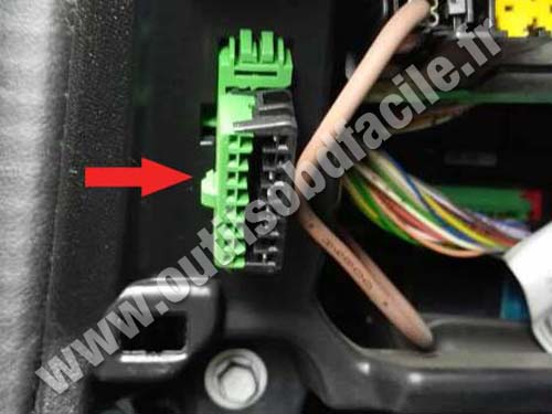 Peugeot 301 - OBD Connector
