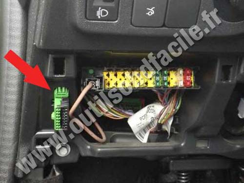 obd2 connector location in peugeot 301 2012 outils obd facile. Black Bedroom Furniture Sets. Home Design Ideas