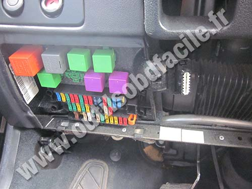 photo3 obd2 connector location in peugeot 306 (1997 2002) outils obd peugeot 306 cabriolet fuse box diagram at edmiracle.co