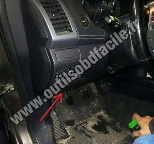 Obd2 Connector Location In Peugeot 4007 2007 2012