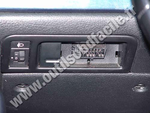 Peugeot 406 OBD Plug