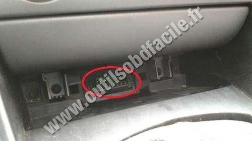 Peugeot 408 OBD plug