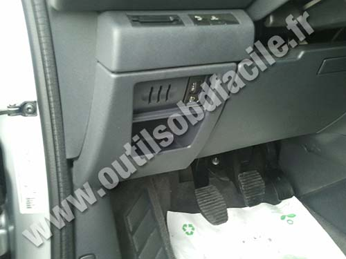 obd2 connector location in peugeot 5008 i (2009 2013) outils obd 2009 peugeot 5008 peugeot 5008 fuse box cover