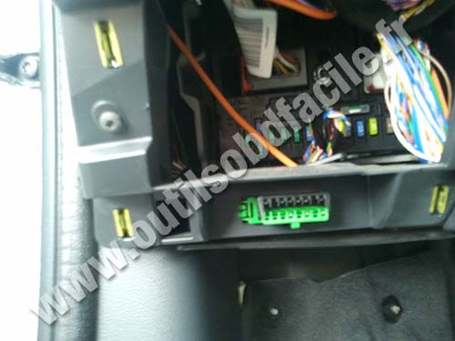 Obd2 Connector Location In Peugeot 5008 I 2009 2013 Outils Obd Facile