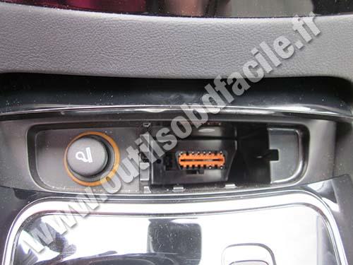 Peugeot 508 OBD plug