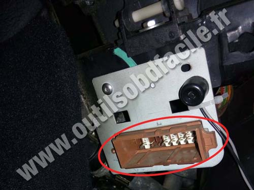 Citroen Berlingo likewise Peugeot 208 as well 484480 Peugeot 207 Obd Location Cadillac together with Peugeot 3008 2 additionally Peugeot 406. on obd2 connector location in peugeot partner outils obd facile