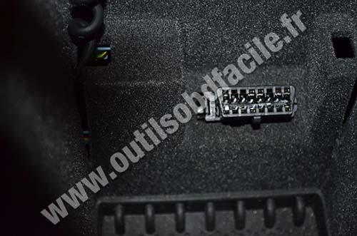 Peugeot 607 OBD plug