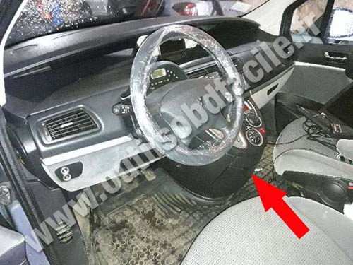 OBD2 connector location in Peugeot 807 (2008 - 2012 ...