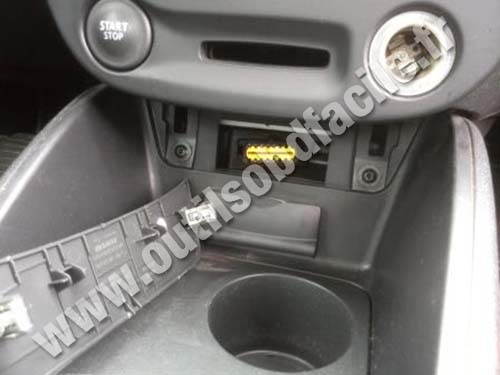 Renault Fluence OBD2 port