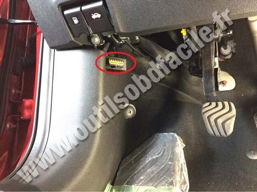 renault-kadjar-hood-lever-obd2-connector