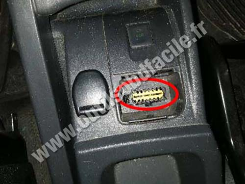 OBD2 connector location in Renault Kangoo II - center ...