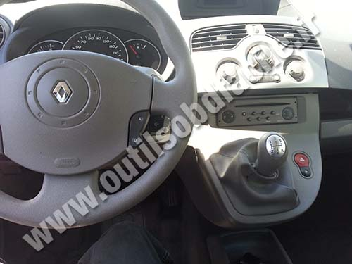 obd2 connector location in renault kangoo ii 2007 2013 outils obd facile. Black Bedroom Furniture Sets. Home Design Ideas