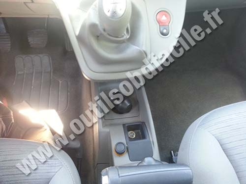 obd2 connector location in renault kangoo ii 2007 2013. Black Bedroom Furniture Sets. Home Design Ideas