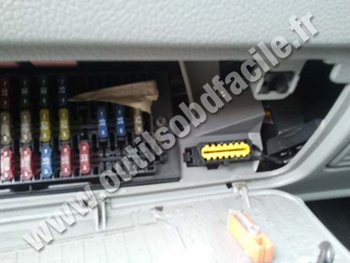 photo3 obd2 connector location in renault kangoo outils obd facile renault clio 2006 fuse box location at readyjetset.co