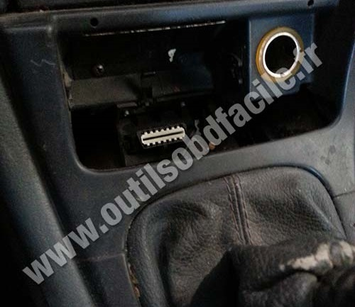 obd2 connector location in renault laguna 1 (1998 - 2001) - outils