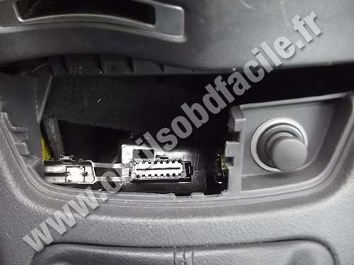 obd2 connector location in renault laguna 2 2001 2007 outils obd facile. Black Bedroom Furniture Sets. Home Design Ideas